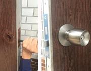 玄関ドア 錠前交換作業
